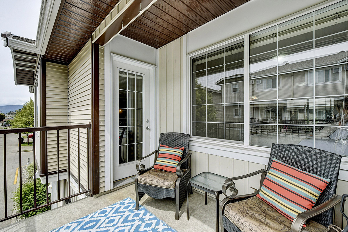 Kelowna Summer Vacation Townhome 4 bed, 2 bth